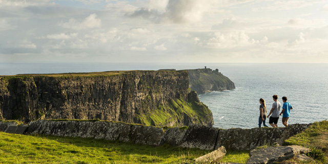 Book a stay in an Irish Farmhoue B&B near to the Cliffs of Moher, Co Clare
