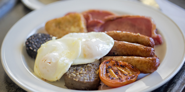 A full Irish breakfast – included in your farmhouse holiday